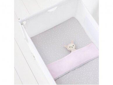 3 dalių patalynės komplektas lovytei - lopšiukui Pink Spot 3